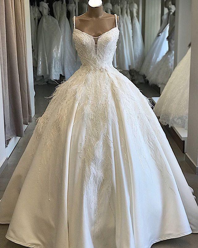 2020 Feather Ball Gown Luxury Beading Wedding Dress V Neck Satin Long Train Bridal Dress Spaghetti Strap Robe De Mariee