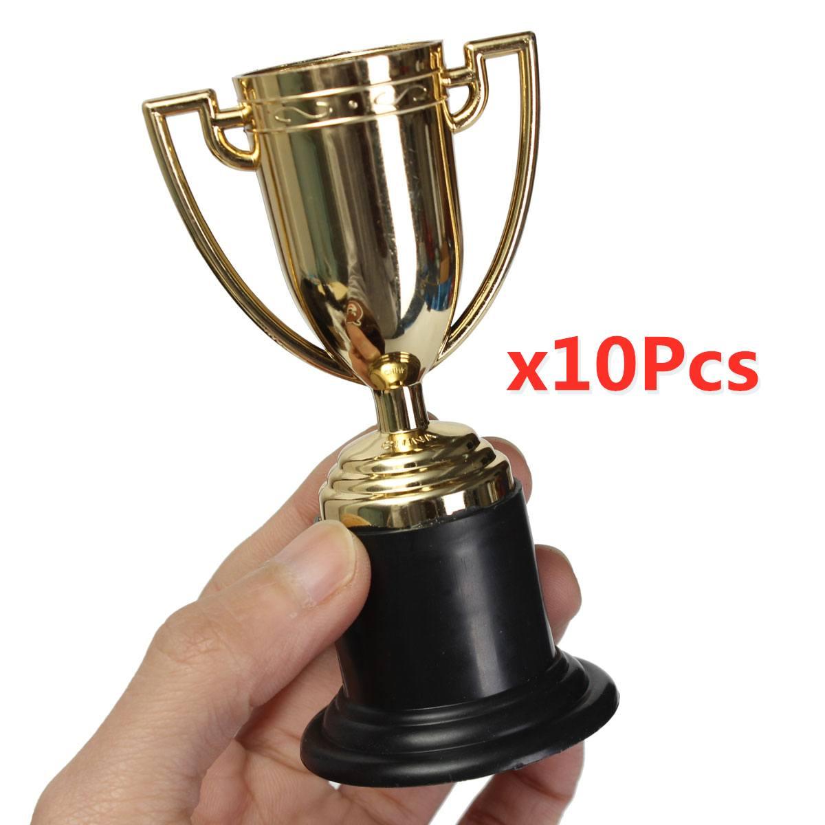 10 adet Mini plastik kupa altın gümüş futbol futbol kupası çocuk x kupa oyuncaklar için ödül parti iyilik doğum günü parti
