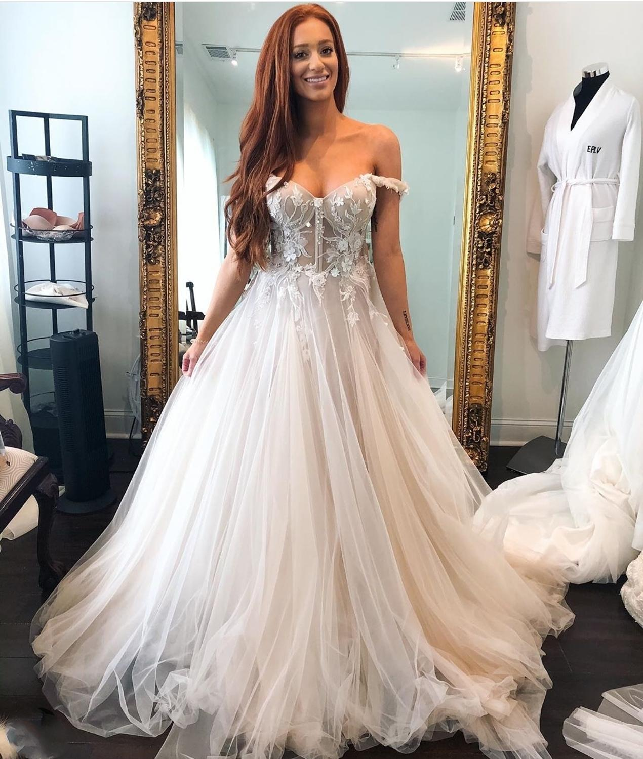 Off Shoulder Wedding dress 2021  With Sleeve A-Line Lace Appliques Sweetheart Brilliant Court TrianWomen Brides Tulle Gorgeous