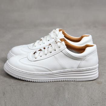 Moda biała skóra Split kobiety Chunky Sneakers białe buty zasznurować Tenis Feminino Zapatos De Mujer platforma kobiety obuwie Casual tanie i dobre opinie MAGIRST Szycia Stałe NONE latex Wiosna jesień Med (3 cm-5 cm) Lace-up Pasuje prawda na wymiar weź swój normalny rozmiar