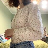 Цветочная блуза с квадратным декольте Цена 879 руб. ($10.93) | 553 заказа Посмотреть