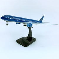 18CM 1/400 Boeing B777 300 model Vietnam AIRLINES static aircraft with base plastic alloy plane collectible kids collection Toys