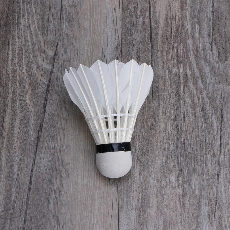 4 pièces nuit sombre coloré LED Badminton volant Birdies éclairage plume