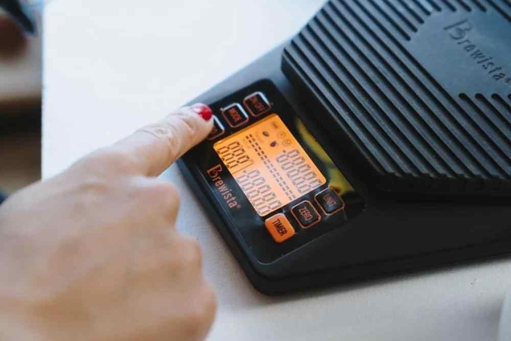 نسبة Brewista مقياس الذكية صب أكثر من مقياس القهوة 0.1g / 2 كجم عرض قضبان التوقيت المزدوج ومعدلات صب المطلوبة الفعلية