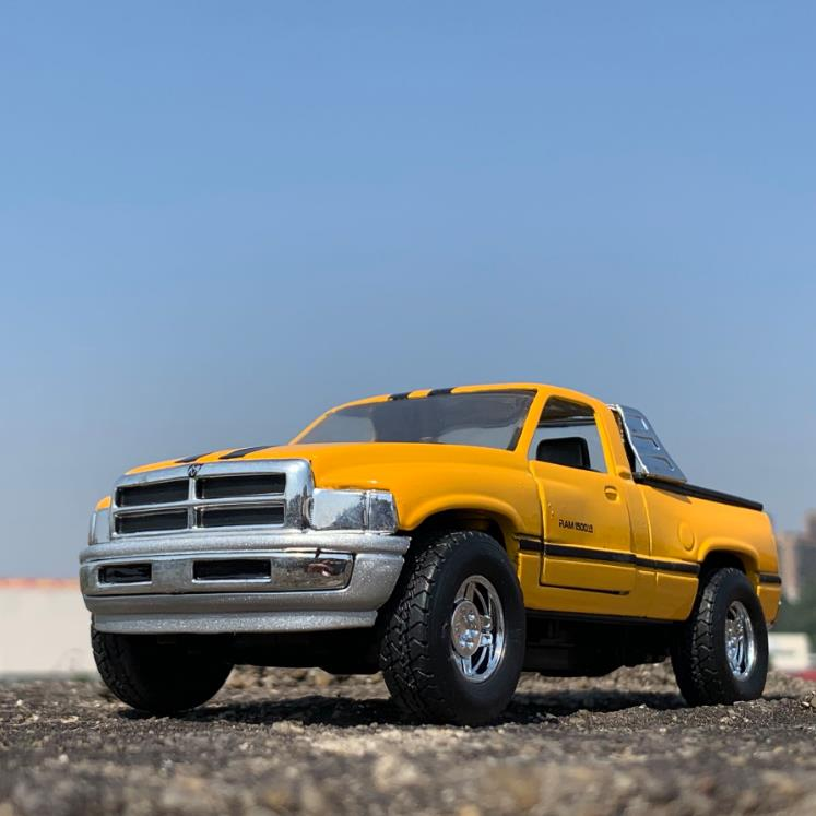 Hot 1:32 Dodge Pickup Alloy Car Model,2 Doors Classic Collection Gifts,Kids Pickup Car Toys,Free Shipping