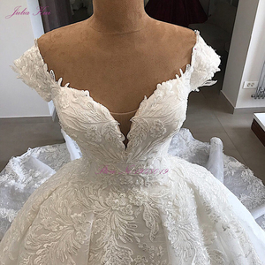 Image 3 - ג וליה Kui מתוקה מחשוף יוקרה כדור שמלת חתונת שמלה עם עדין אפליקציות מכתף