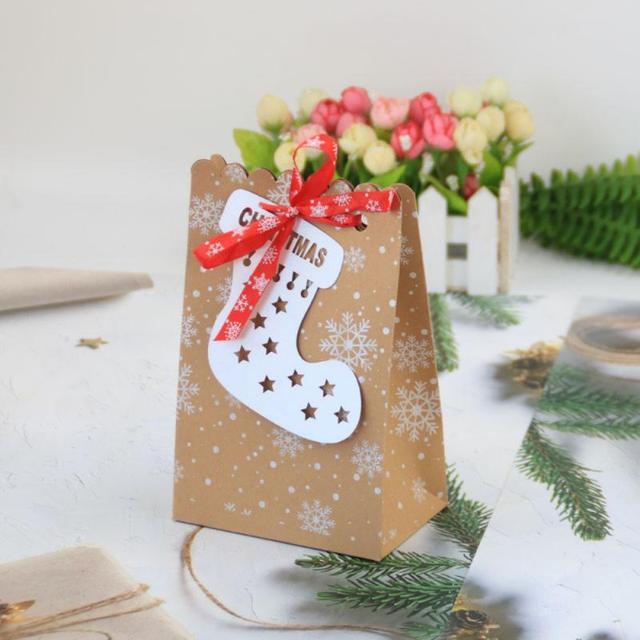 24pcs Christmas Gift Bags Candy Box Christmas Socks Kraft Paper Bag Christmas Decor Home Party Favor Box Snowflake Paper Bags 6