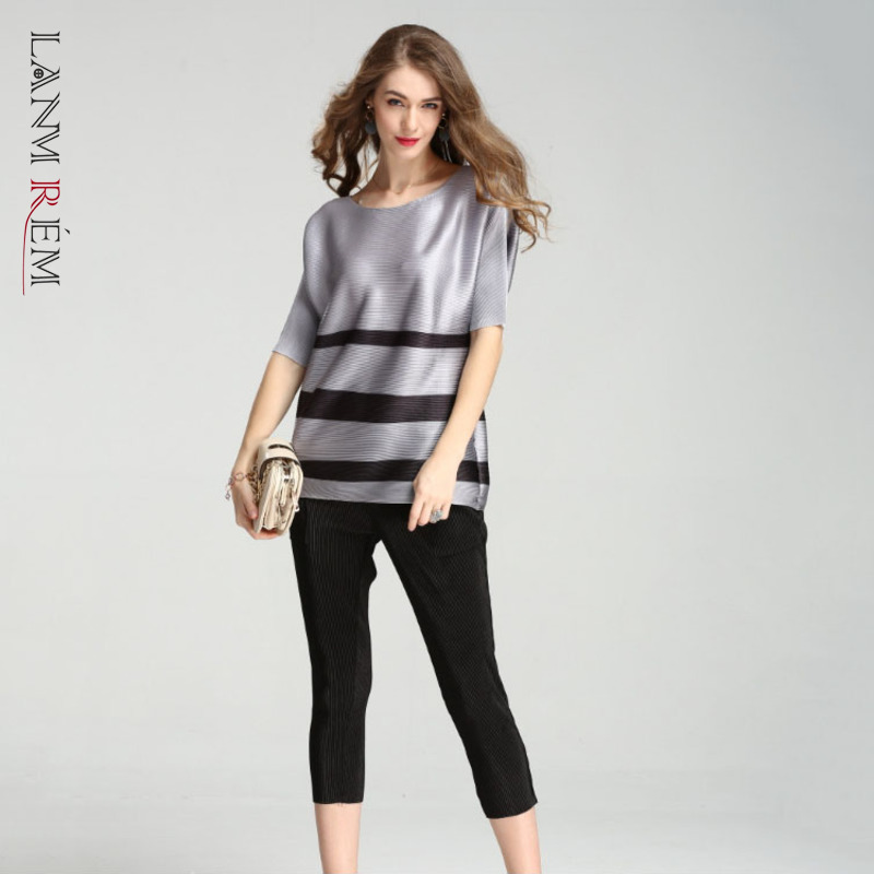 LANMREM 2020 New Spring Round Collar Stripe Half Sleeve Pleated T-shirt And Solid Cropped Pants Women Vintage Pleated Set PD763