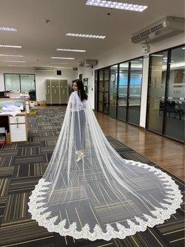 цена White/Ivory Lace Cape Veil 260CM W x 300CM Cathedral Long Wedding Bridal Cape Cloak Shawl Lace Trim Wedding Accessories онлайн в 2017 году