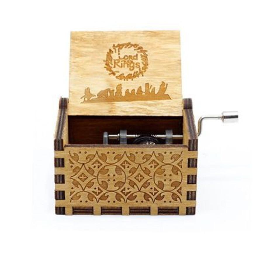 Новая музыкальная шкатулка QUEEN LOVE DAD And LOVE MAM My Sun музыкальная старинная резная деревянная рукоятка мама и подарки для папы подарок на день рождения - Цвет: lord Rings