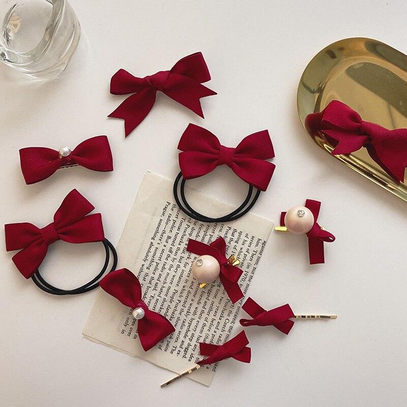 2021 nowych dzieci śliczny czerwony krawat opaski na głowę z kokardką i perełką Ornament spinki do włosów dziewczyny piękne Scrucnhies opaski gumowe dzieci spinki do włosów akcesoria