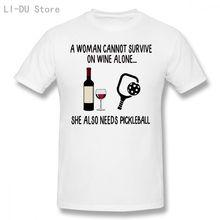 Футболка мужская женщина не может выжить в одиночестве с вином