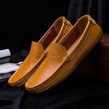 2020 Men Shoes Genuine leather Comfortable Men Casual Shoes Chaussures Flats Men Slip On Lazy Shoes Loafers Zapatos Hombre mycolen 2018 men slip on loafers shoes leather comfortable designer male flats trendy high quality shoes chaussures homme