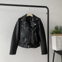 Wj82 осеннее Новое Стильное женское платье универсальное для похудения шикарное мотоциклетное короткое кожаное пальто маленькое пальто