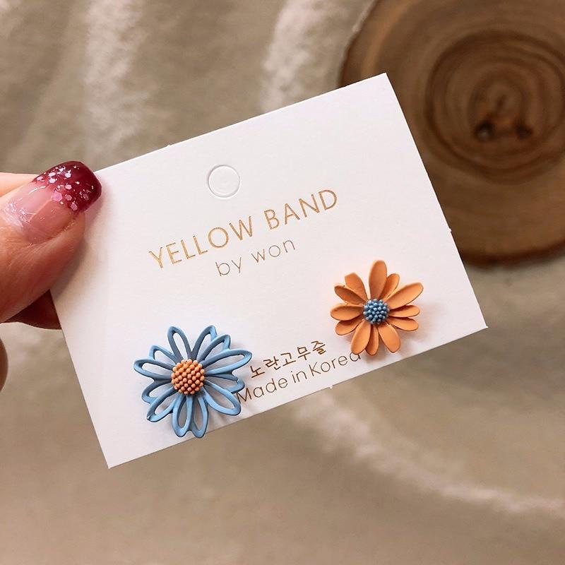 Daisy Flower Earrings Asymmetrical Korean Jewelry Cute Flower Small Stud Earrings For Women 2020 New Fashion Sweet Earring