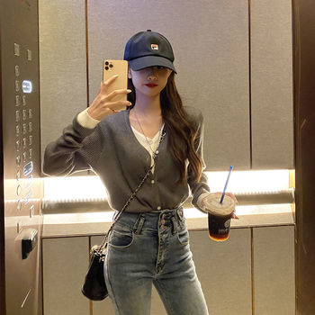2021 Spring Autumn new V-neck knitted cardigan women's thin wear fake two pieces of stitched short art jacket jacket 1