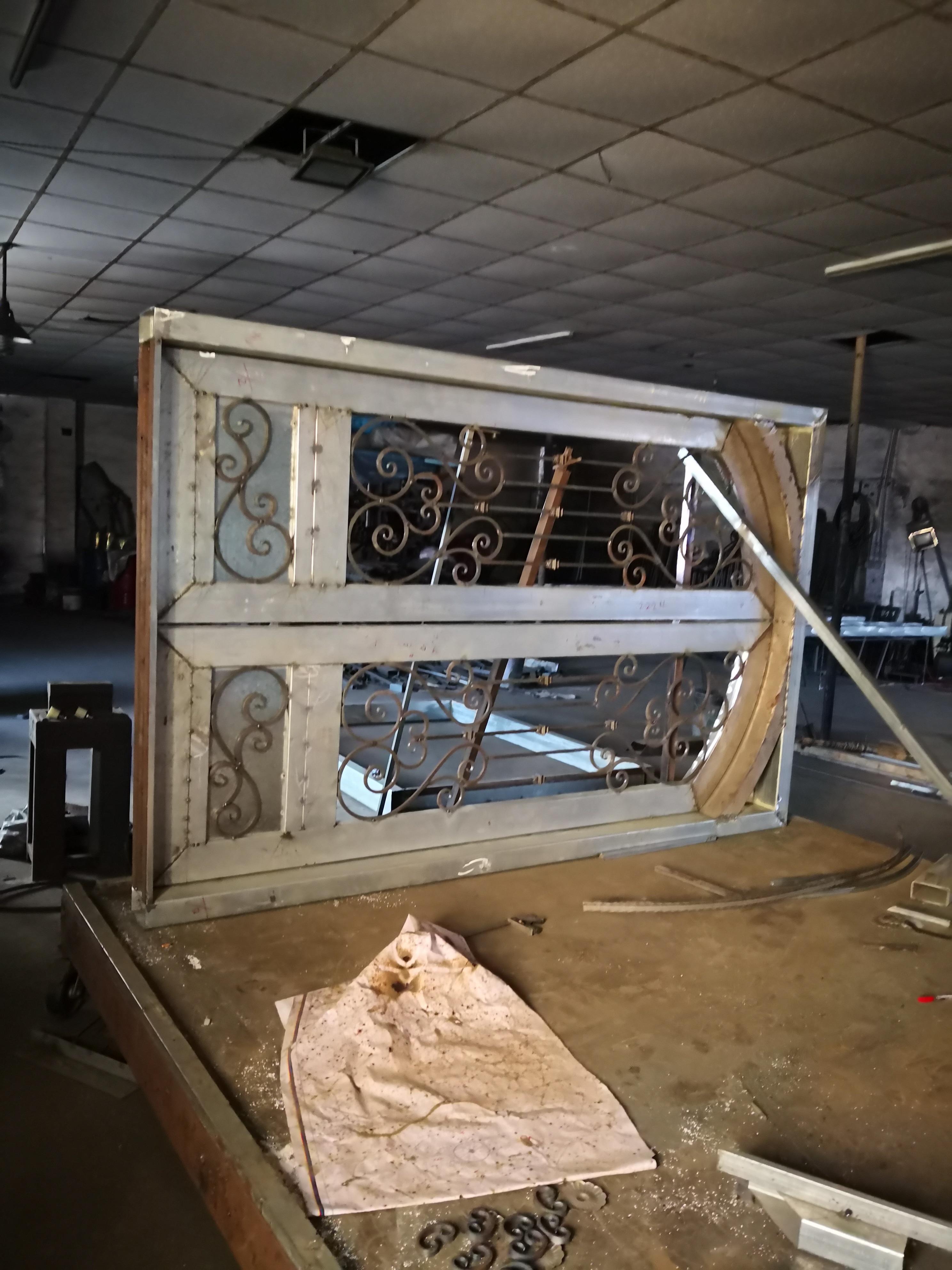 Shanghai Hench Brand China Factory 100% Custom Made Sale Australia Iron Bifold Doors