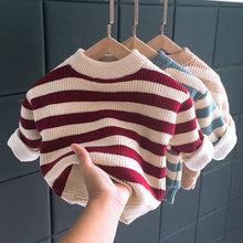 少年のセーターのベルベットクルーネックストライプ韓国ベビーtシャツ二重層肥厚トレンドセーター幼児の少年セーター