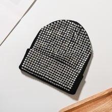 Женская однотонная шапка с камнями мягкая теплая зимняя для