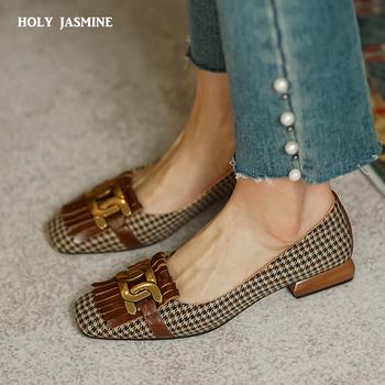 2021 wiosna lato moda kobiety mokasyny niskie obcasy buty łodzi kwadratowe Toe buty sukienka ozdoby metalowe wysokie obcasy buty damskie tanie i dobre opinie HOLY JASMINE podstawowe W dziwnym stylu CN (pochodzenie) Mikrofibra ZAOKRĄGLONY PRZÓD Niska (1 cm-3 cm) Dobrze pasuje do rozmiaru wybierz swój normalny rozmiar