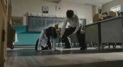 韩剧女生被老师打屁股