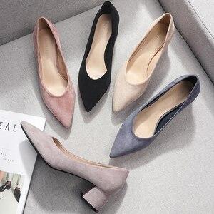 Image 1 - 女性の靴 2020 スリップスクエアハイヒールフロックポイント低ハイヒール女性の靴オフィスの女性の女性パンプス 2020 秋