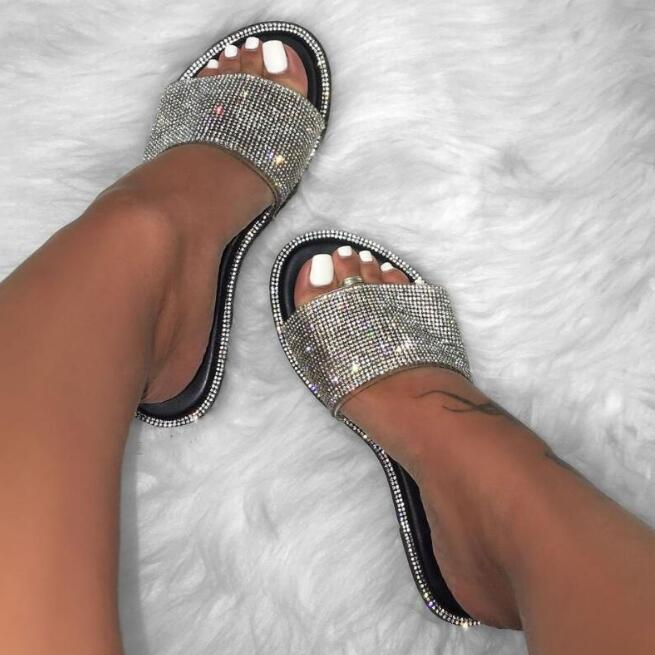 Rhinestone Candy-colored Slippers 2019 New Women Flip Flop Fashion Wild Beach Shoe Diamond Flat Bottom Outdoor Wild Sandals