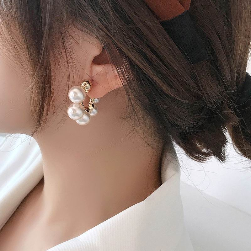2020 Korean New Fashion Delicate Small Pearl Hoop Earrings For Women Girls Fashion Jewelry Pendientes Brincos Party Wholesale