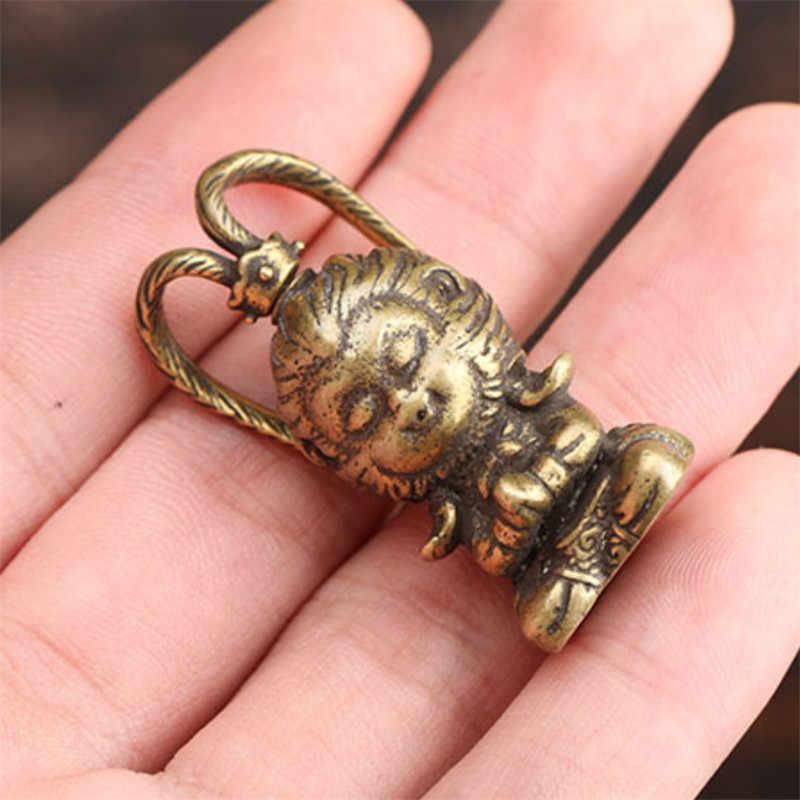 Kuningan Retro Monkey King Patung Dekorasi Rumah Mobil Hewan Ornamen Tembaga Meja Kantor Dekorasi Miniatur Patung-patung Aksesoris