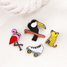 4 Buah/Set Leopard Flamingo Crow Sepatu Roda Pin Enamel Logam Pin Up Hewan Perhiasan Flamingo Perhiasan Fashion Accessorie Hadiah(China)