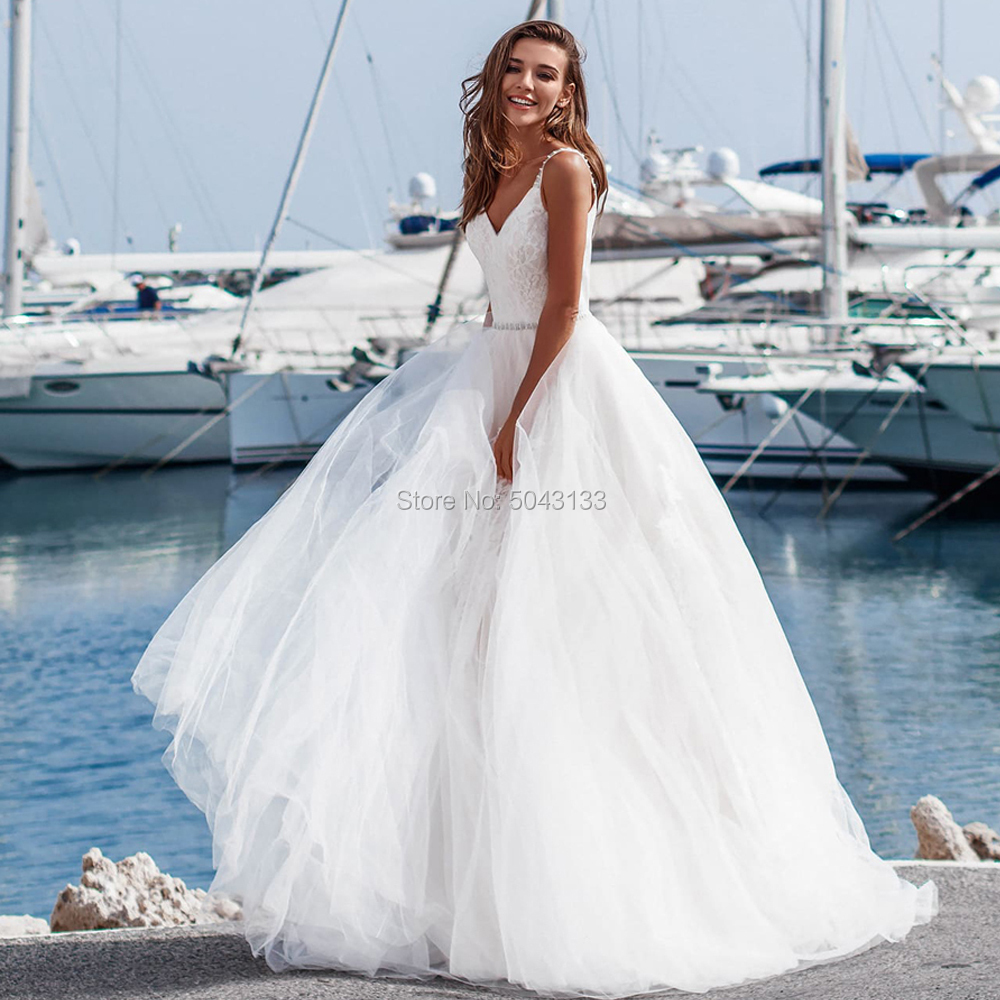 2019 Boho Wedding Dresses Lace Applique Pleated V Neck Straps Wedding Gowns With Beaded Sash Floor Length Soft Tulle Bride Dress