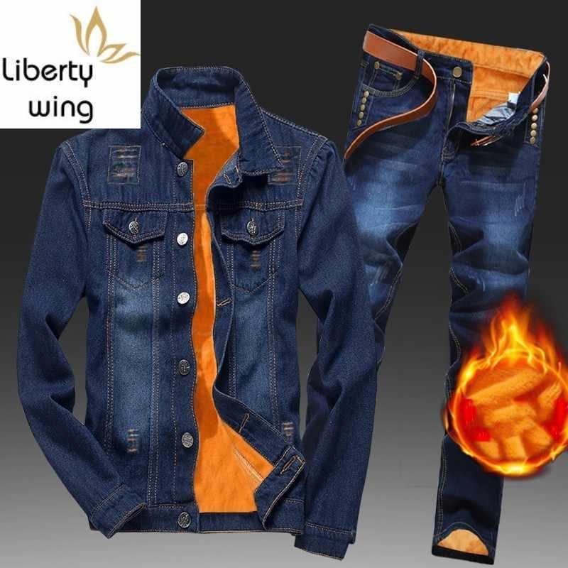 Winter Männer Fleece Futter Dicke Warme Denim Zwei Stück Slim Fit Cowbody Jacke Jeans Anzug Safari Stil Cargo Hosen Passenden set