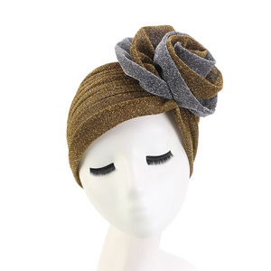 Image 4 - חדש יוקרה נשים המוסלמי בהיר shinny טורבן Hijabs גדול פרח אלסטי בד ראש כובע גבירותיי מסיבת חתונת אבזרים לשיער