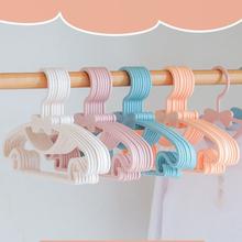 10 sztuk wieszak na ubrania dla dzieci wieszaki na przenośne plastikowe wieszaki 2021 nowy wieszak na ubrania bow-knot przechowywanie w domu przechowywanie odzieży tanie tanio CN (pochodzenie) Z tworzywa sztucznego Baby Clothes Hanger As pictures shown Plastic 29*17*1 2cm