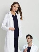 Белый лаборатории пальто лаборатории доктора носят мужчины и женщины с длинными рукавами висит красоты управления кожи рабочая одежда