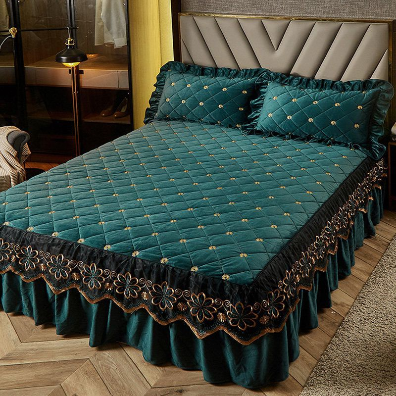 Luxury Thicken Velvet Quilted Bed Skirt Embroidered Bedspread Soft Short Plush King Size Fitted Sheet Not Including Pillowcase