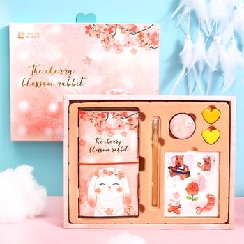 цена Kawaii Girl Notebook DIY HandBook Travel Diary Cute Student Notebook Set Ofice School Supplies Gift Stationery онлайн в 2017 году