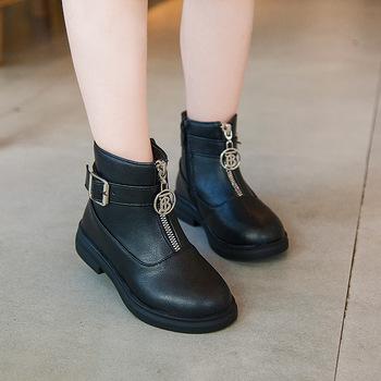 Dziecięce buty Martin Unisex dziecięce botki dla dziewczynek oryginalne skórzane buty dla chłopców moda chelsea Boots Unlimited Season tanie i dobre opinie Patent leather RUBBER 4-6Y 7-9Y 10-12Y 13-14Y Zima Buty śniegu Rzym Mieszkanie z Pluszowe Dziewczyny ANKLE Pasuje prawda na wymiar weź swój normalny rozmiar