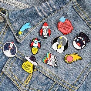 Cute Cartoon Spaceman Astronaut Rocket Brooch Enamel Pins Metal Broches for Men Women Badge Pines Metalicos Brosche Accessories