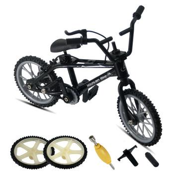 Śliczne Mini zabawki na palec rower górski rower Mini hulajnoga fingerboard zabawka gra garnitur dzieci Grownup wymienny rower zabawka prezent na boże narodzenie tanie i dobre opinie Z tworzywa sztucznego CN (pochodzenie) LSL065 Contains small parts avoid Swallow 12 5*9*4 5CM Finger rowery 5-7 lat 8-11 lat