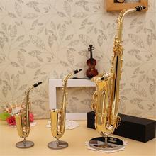 Мини саксофон Модель Музыкальные инструменты Медь Брошь Миниатюрный стол Декор дисплей саксофон золотой цвет Карманный Саксофон альт с кронштейном