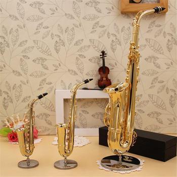 Mini saksofon Model instrumenty muzyczne miedź broszka miniaturowa dekoracja biurka wyświetlacz Sax złoty kolor kieszonkowy Sax Alto z uchwytem tanie i dobre opinie Mounchain Mini Saxophone Mosiądz Antique miedzi symulacji Saxophone model about 14cm copper gold Saxophone model *1 bracket *1 black box *1