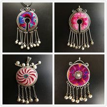Hand embroidered knitted flower pattern retro necklace pendant Chinese famous embroidery pendant