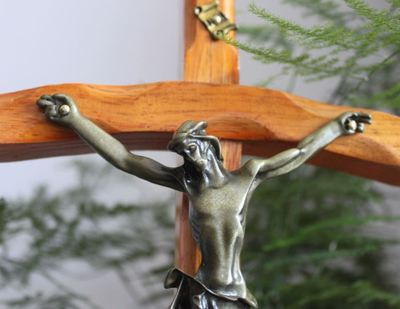 Католический ремесленные Деревянные изогнутые крест украшения, религиозной принадлежности, церковная утварь, карточки члена церкви подарки