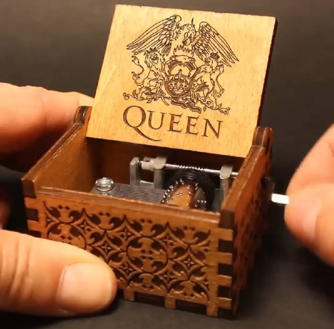 HOT Antique Carved Wooden Hand Crank Queen Music Box Game Of Thrones TO MY Goigeous Wife Theme Music Box Christmas Birthday Gift