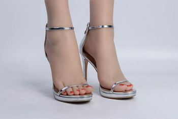 1 pair of realistic female feet with skeleton, toes can do fixed movements, foot fetish silicone girl simulation foot model
