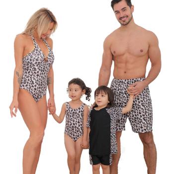 Rodzina pasujące stroje kąpielowe One Piece matka córka kobiety Kid Son Girl tata strój kąpielowy Leopard rodzinne stroje kąpielowe stroje kąpielowe tanie i dobre opinie campure CN (pochodzenie) Zestawy Europejskich i amerykańskich style Bez rękawów Pasuje prawda na wymiar weź swój normalny rozmiar