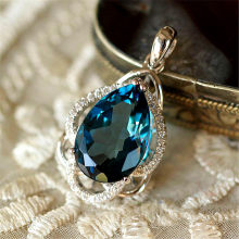 Blue crystal pendant necklace for women femme Sapphire gemstone white gold chain luxury zircon diamonds party jewelry collier(China)