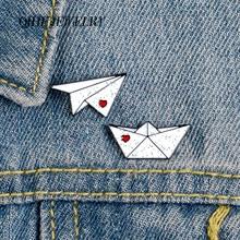 QIHE takı kağıt uçak tekne pimleri aşk mektubu emaye pimleri sevimli broş rozetleri Denim giysi çantası iğneler hediye çift için arkadaşlar