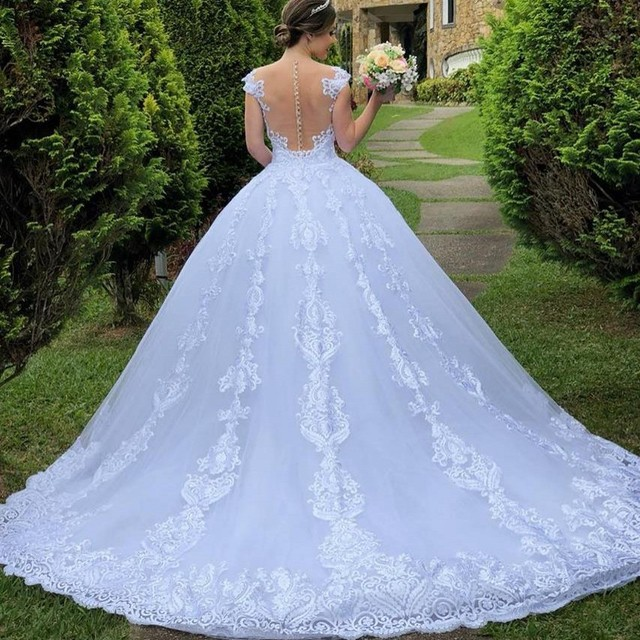 Luxury Long Sleeve Lace Wedding Gown 2